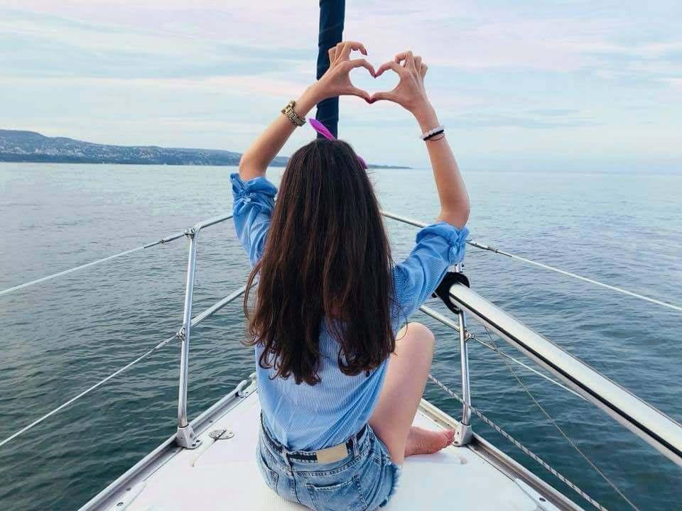 Моминско на яхта