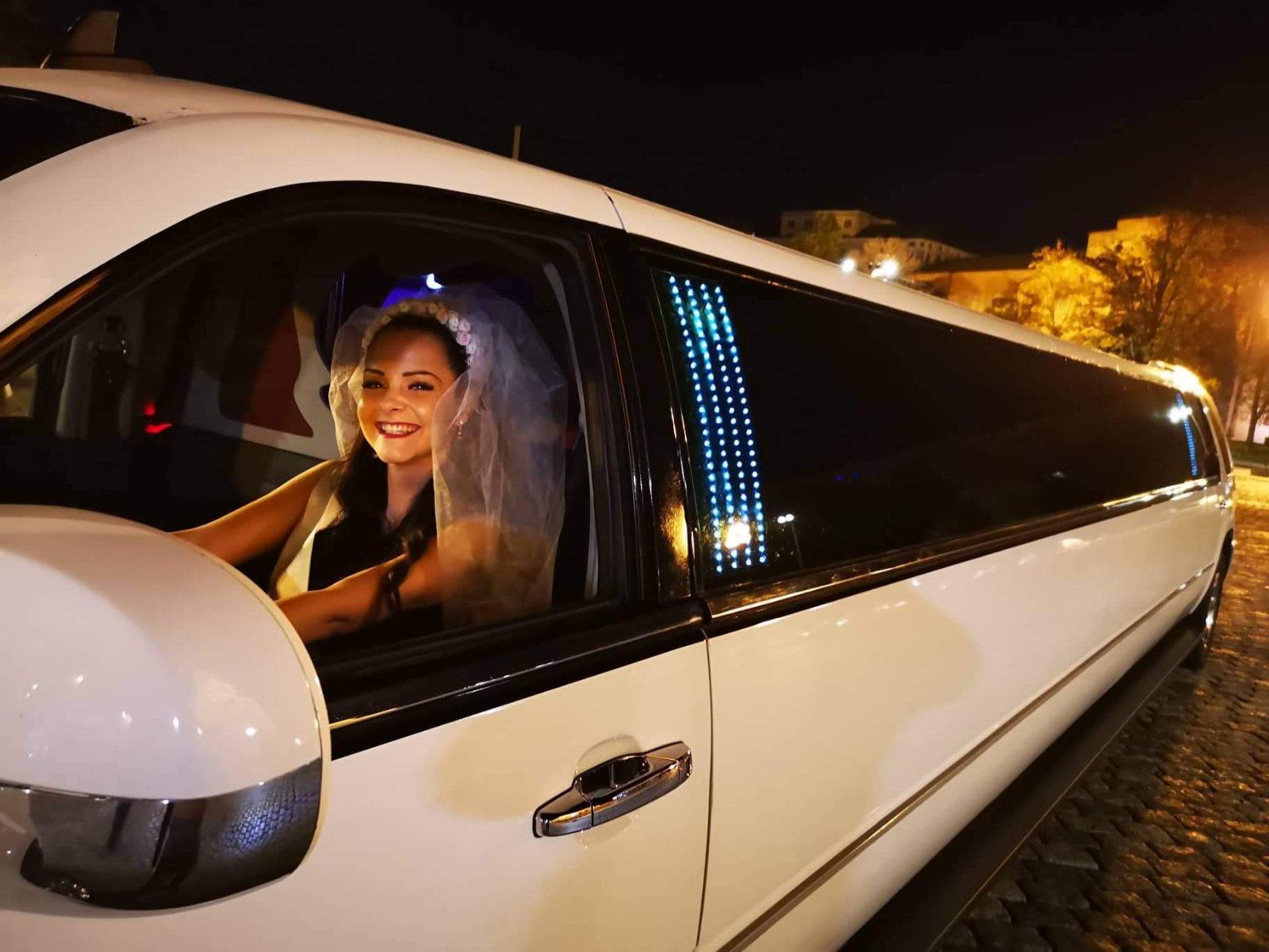 Разходка в центъра на София с луксозна лимузина